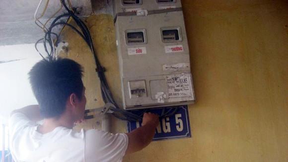 Trộm cắp điện ngày càng tinh vi ảnh 1