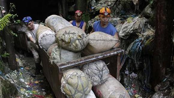 Philippines nhức nhối nạn buôn lậu vàng ảnh 1