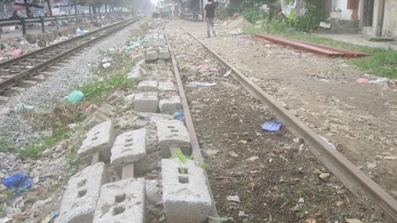 Xử lý nghiêm các vi phạm an toàn hành lang đường sắt ảnh 1