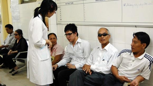 Vẫn chỉ có người ốm mua bảo hiểm y tế ảnh 1