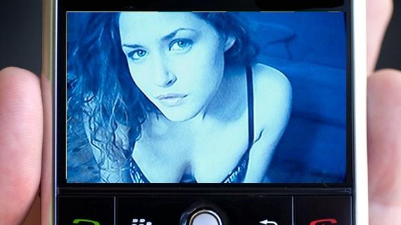 """""""Chết chìm"""" vì... sexting ảnh 1"""