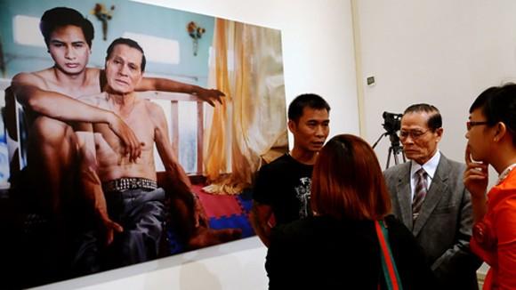 Chuyện của người đồng tính công khai lớn tuổi nhất Việt Nam ảnh 1