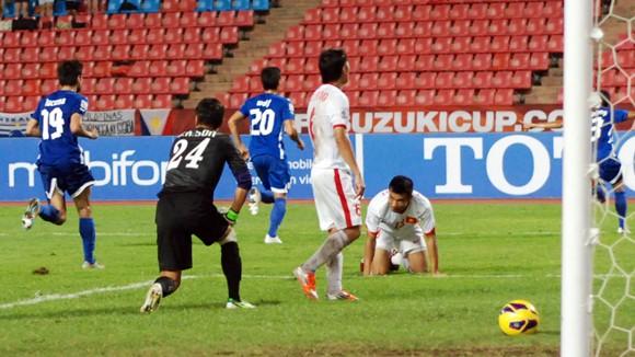 ĐT Việt Nam thua ĐT Philippines 0-1: Nhợt nhạt, vô hồn ảnh 1