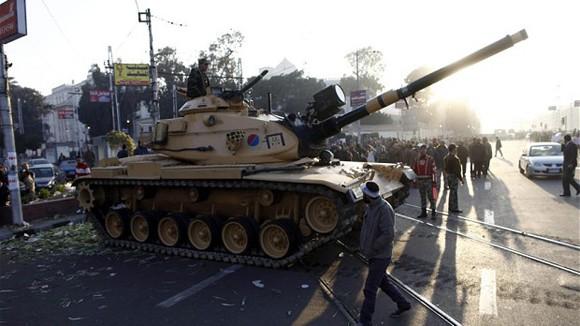 Điều xe tăng bảo vệ Phủ Tổng thống Ai Cập ảnh 1