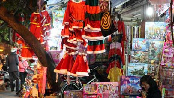 Thị trường quà tặng Noel 2012 kém sôi động vì kinh tế khó khăn ảnh 1