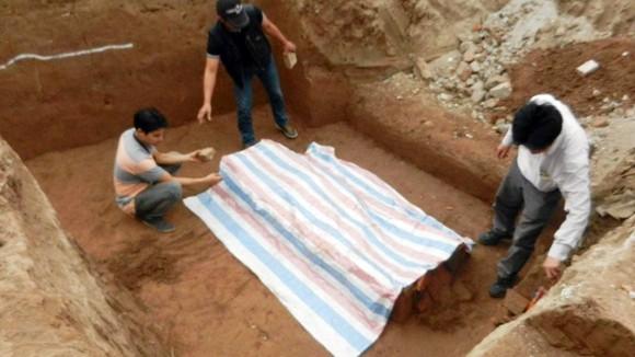Tìm thấy ngôi mộ cổ tại nút giao Đào Tấn - Bưởi ảnh 1