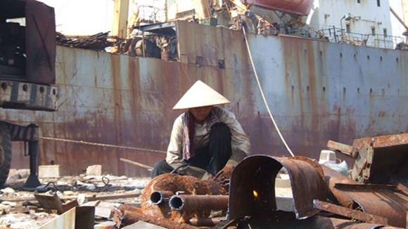 Hàng loạt tàu biển vật vờ xin phá dỡ ảnh 1