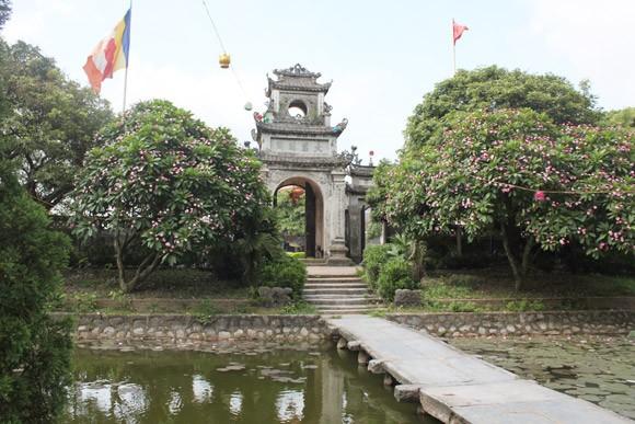 Kỳ lạ ngôi chùa có chuông bằng vàng ảnh 2