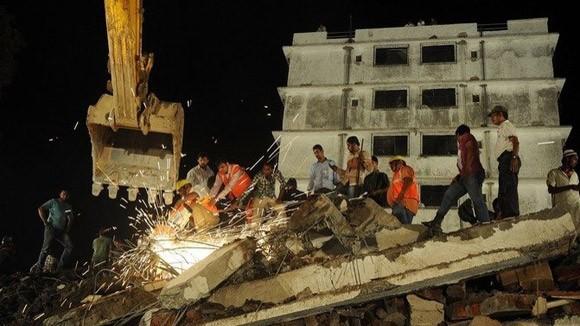 Sập nhà 7 tầng ở Ấn Độ, 45 người chết ảnh 1
