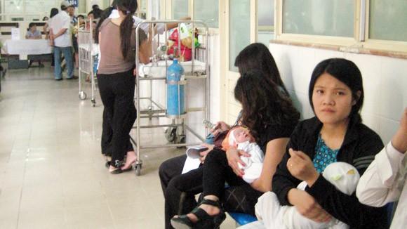 Trẻ mắc bệnh tay chân miệng gia tăng mạnh ảnh 1
