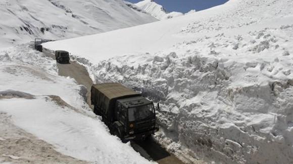 Dãy Himalaya lại nóng ảnh 1