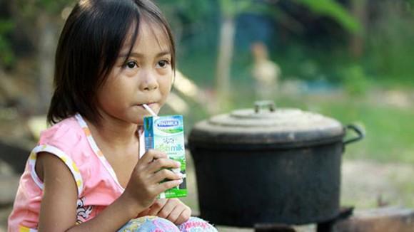 286.000 trẻ em khó khăn được uống sữa ảnh 1