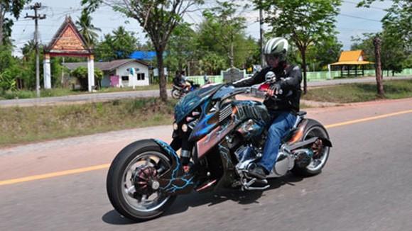 Chơi xe mô tô phân khối lớn tại Việt Nam: Lẫn lộn trắng đen ảnh 1
