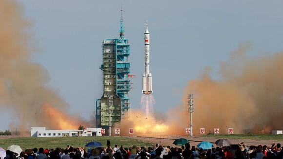 Trung Quốc phóng thành công tàu Thần Châu 10 ảnh 1