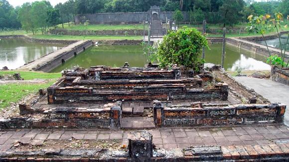Bí ẩn mới hé lộ sau những cuộc khai quật lăng mộ tại Huế ảnh 2