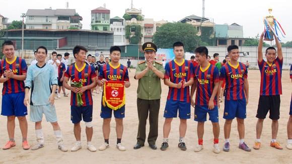 Bế mạc giải Bóng đá CAQ Ba Đình 2013 ảnh 1