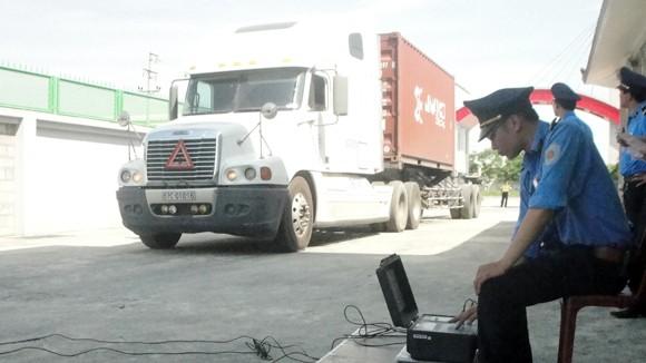 Xe container phải gắn phù hiệu từ 1-10: Hàng nghìn xe sẽ xếp xó? ảnh 1