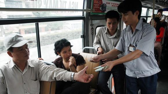 Hành động đẹp làm ấm lòng khách đi xe buýt ảnh 1