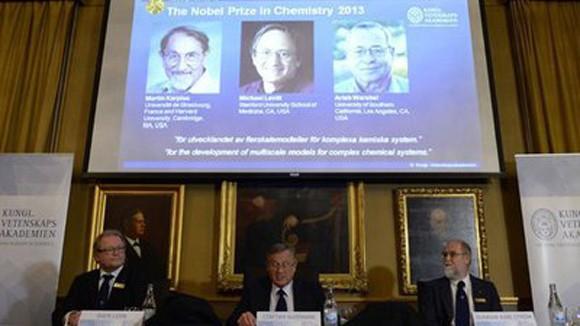 Nobel Hóa học 2013 thuộc về 3 nhà khoa học Mỹ ảnh 1
