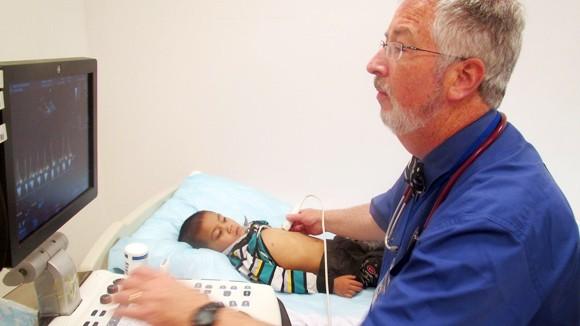 Bác sĩ Pháp, Mỹ cùng Vinmec lên Hòa Bình phẫu thuật từ thiện ảnh 1