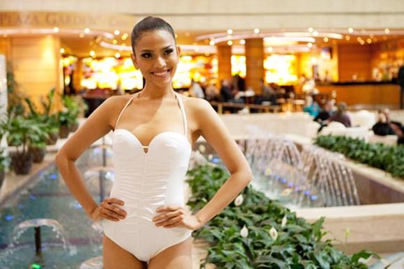 Người đẹp Trương Thị May bị phàn nàn vì… quá kín ảnh 2