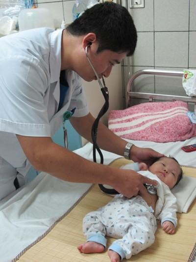Cứu sống bé 3 tháng tuổi tim đã ngừng hoạt động ảnh 1