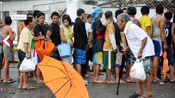 """Nỗi đau từ vùng bão Haiyan """"hủy diệt"""" ảnh 1"""