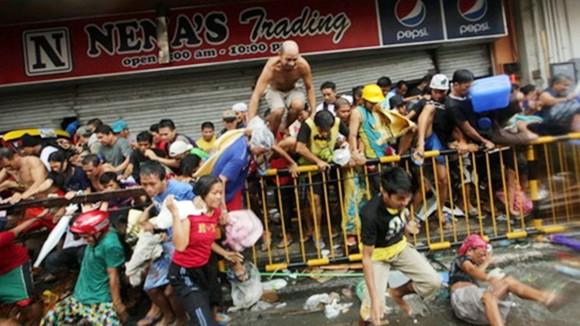 Sau Siêu bão Haiyan, Philippines hỗn loạn vì cướp bóc, hôi của ảnh 1