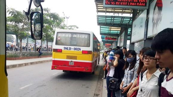 """CSGT lập đường dây nóng xử lý xe buýt """"nhái"""" ảnh 1"""
