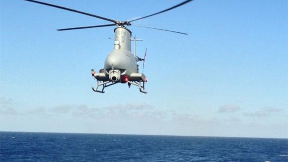 Máy bay không người lái đâm vào tàu tuần dương ảnh 1