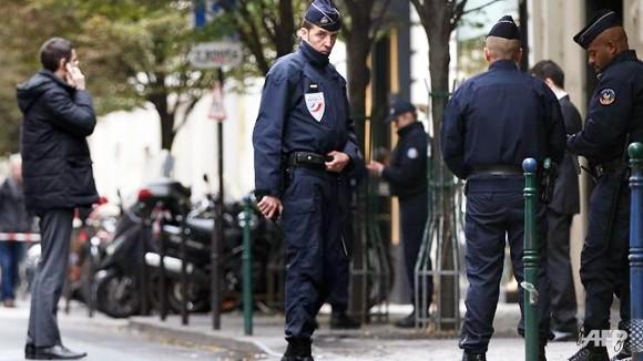 Tòa soạn báo giữa Thủ đô Paris bị tấn công ảnh 1