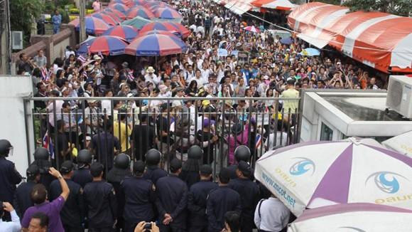 Tòa án Thái Lan ra lệnh bắt thủ lĩnh biểu tình ảnh 1