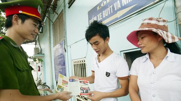Huy động sức mạnh toàn dân tham gia phòng, chống HIV/AIDS ảnh 1