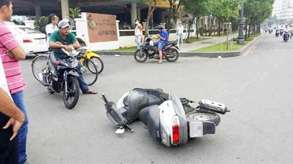 """Đâm xe ôtô vào xe máy của bọn cướp, không phạm tội """"cố ý gây thương tích"""" ảnh 1"""