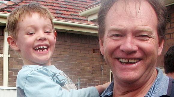Chuyện xúc động về người cha 3 năm ròng đạp xe tìm con bị bắt cóc ảnh 2