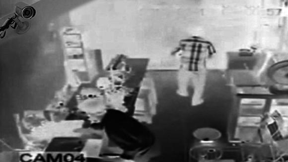 Bắt kẻ trộm gần 1 tỷ đồng nhờ camera trong nhà ảnh 1