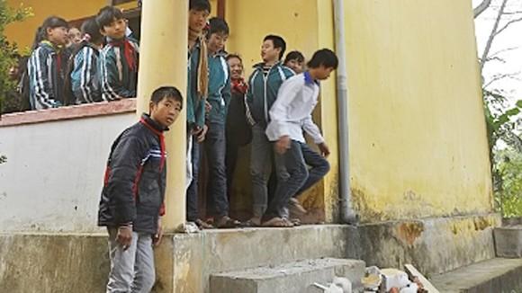 Sập lan can trường học tại Hà Tĩnh ảnh 1