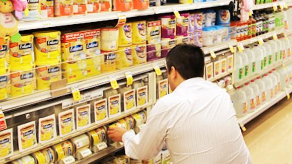 Giá sữa liên tục tăng và nghi vấn chuyển giá ảnh 1