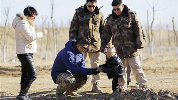 """Vệ sĩ Trung Quốc bỗng """"ăn khách"""" ảnh 1"""