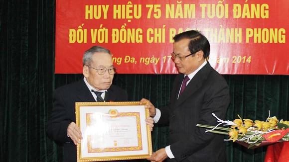Biết ơn những đóng góp của các đảng viên lão thành ảnh 1