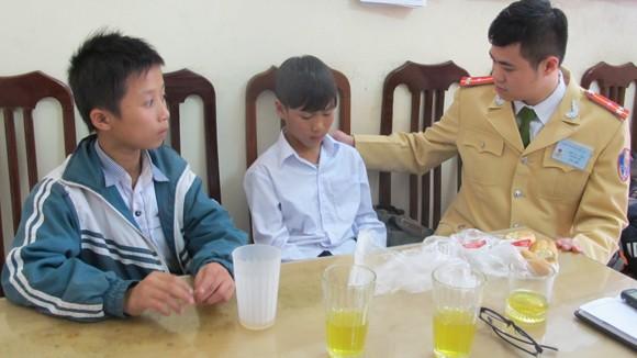 """CSGT Hà Nội lại """"ghi điểm"""" ảnh 1"""