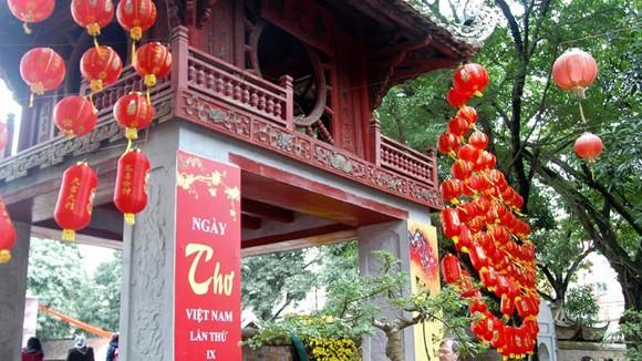 Yêu cầu tháo bỏ đèn lồng không phù hợp văn hóa Việt Nam ảnh 1
