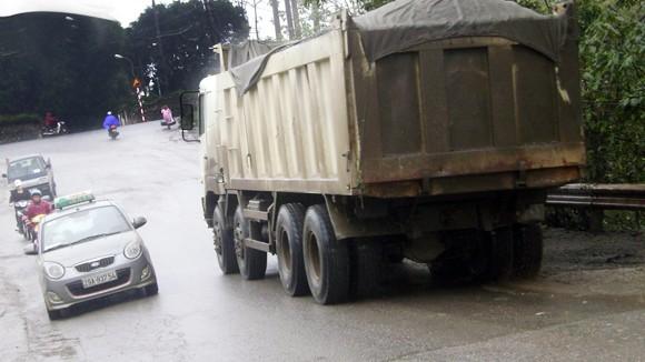 Dốc Lĩnh Nam tiềm ẩn tai nạn giao thông ảnh 1