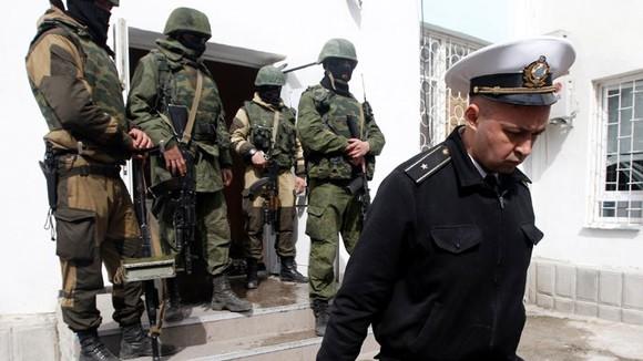 Căn cứ hải quân Ukraine tại Crimea bị chiếm giữ ảnh 1