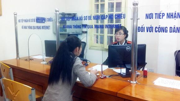 Thủ tục xin cấp hộ chiếu trong vòng 15 phút: Chấm điểm cho công an 9/10 ảnh 1