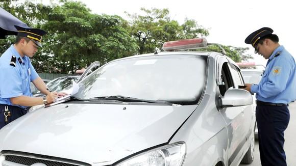 Taxi ngoại tỉnh ồ ạt đổ về Thủ đô ảnh 1