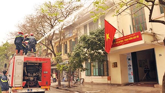Công ty Điện lực Hoàn Kiếm: Diễn tập phòng cháy chữa cháy ảnh 1