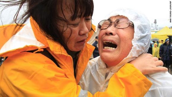 Vụ chìm phà thảm khốc tại Hàn Quốc: Hy vọng mong manh ảnh 1