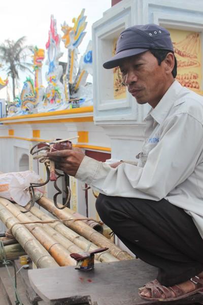 Người đàn ông có móng tay dài nhất Việt Nam ảnh 3