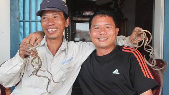 Người đàn ông có móng tay dài nhất Việt Nam ảnh 1